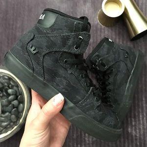 SUPRA Black booties, kids size 1